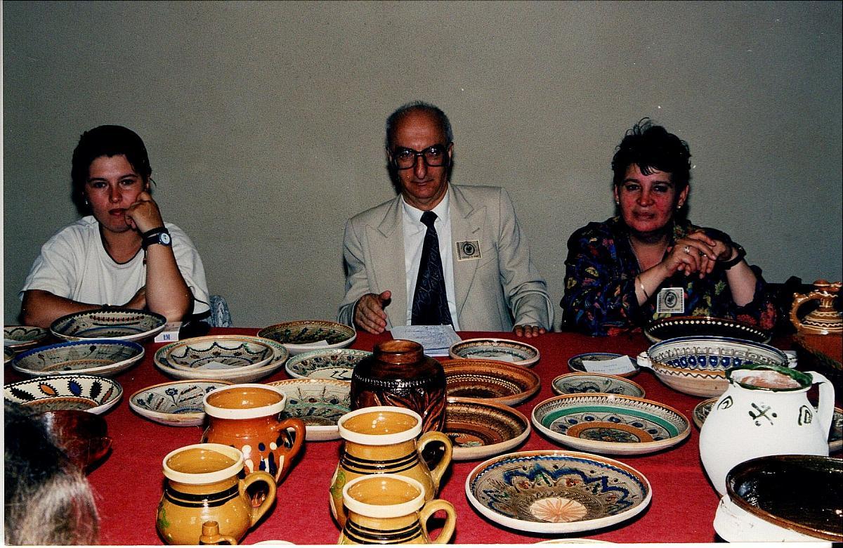 """Tărgul Ceramicii Populare Românești ,,COCOȘUL DE HUREZ"""", ediția XXII, iunie 2002"""
