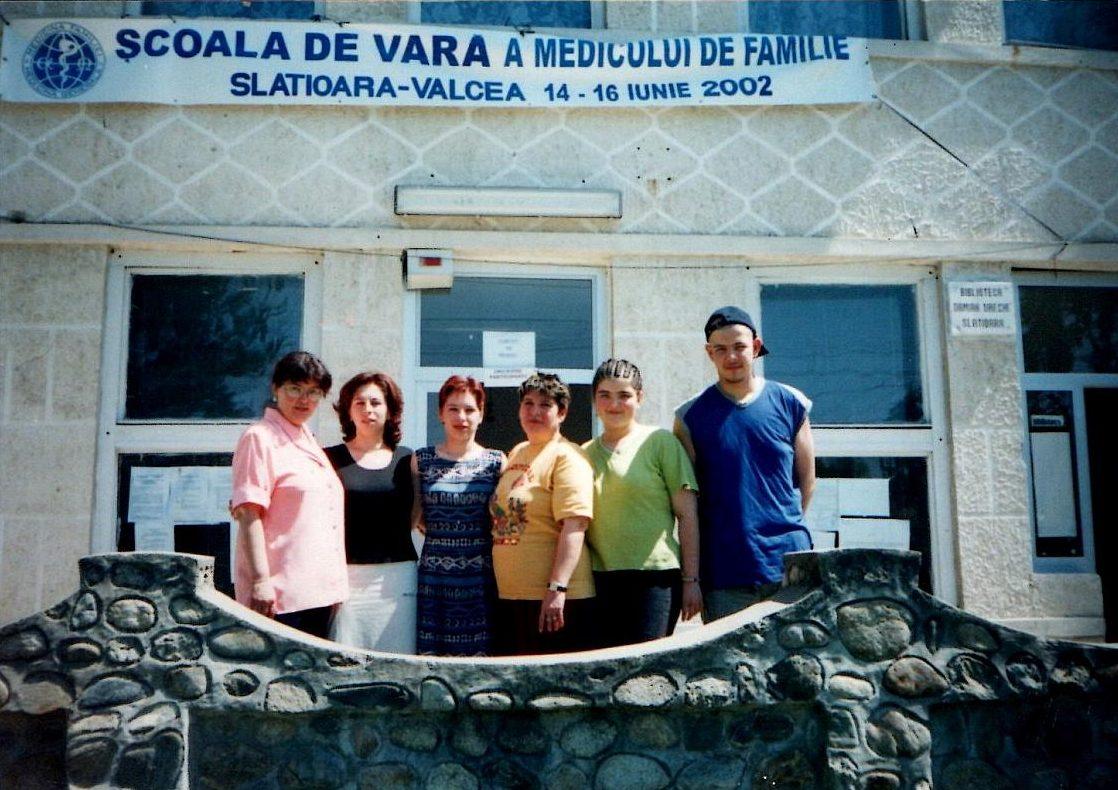 Școala de vară a cursurilor post-universitare pentru medicii de familie din mediul rural, 13-15 iunie 2002, Casa de Cultură Țărănească, comuna Slătioara județ Vâlcea, foto secretariat școală