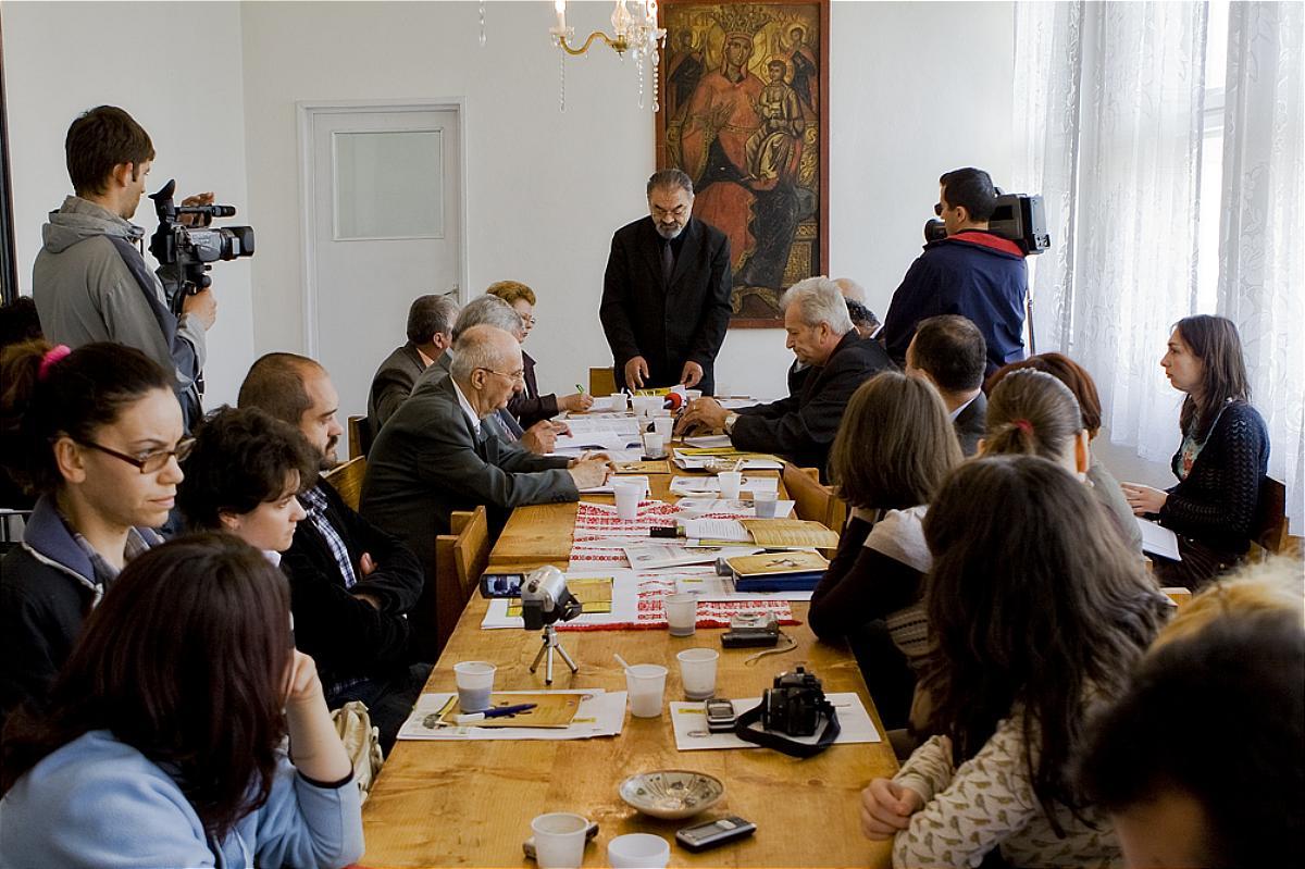 Înființarea Universității Țărănești DIMITRIE GUSTI, 8 septembrie 2008, Casa de Cultură Țărănească, comuna Slătioara, participanți la deschiderea universității