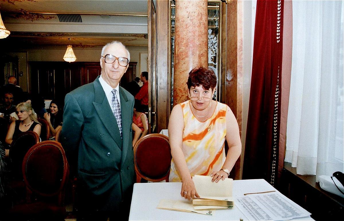 Acordarea burselor studențești, Restaurant Capșa, București, iulie 2006, acordarea burselor studentești în cadru festiv, Nicolae Dragoș, Elena Văduva