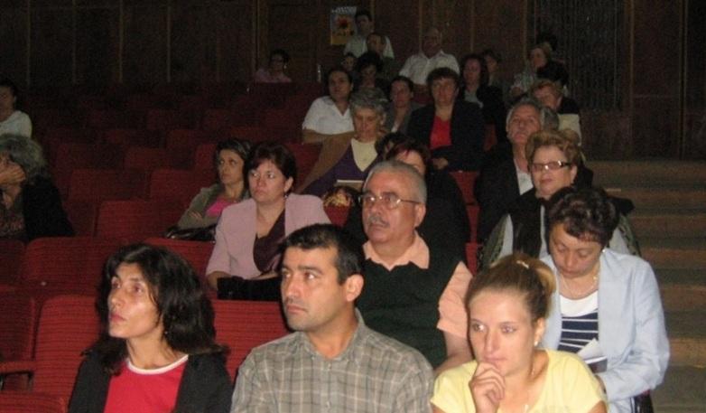Programul sănătatea țăranului român, școala de vară a cursurilor post-universitare pentru medicii de familie din mediul rural, 18 iulie 2010, Casa de Cultură Țărănească, comuna Slătioara județ Vâlcea, foto în timpul cursurilor