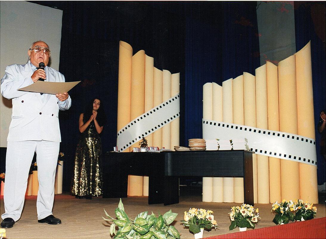 Dinu Săraru pe scena festivalului Eco-Etno-Folk Film