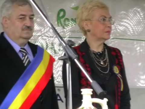 Nicolae Sărădrescu – primarul orașului Horezu, dr.Corina Mihăescu – președinte al juriului