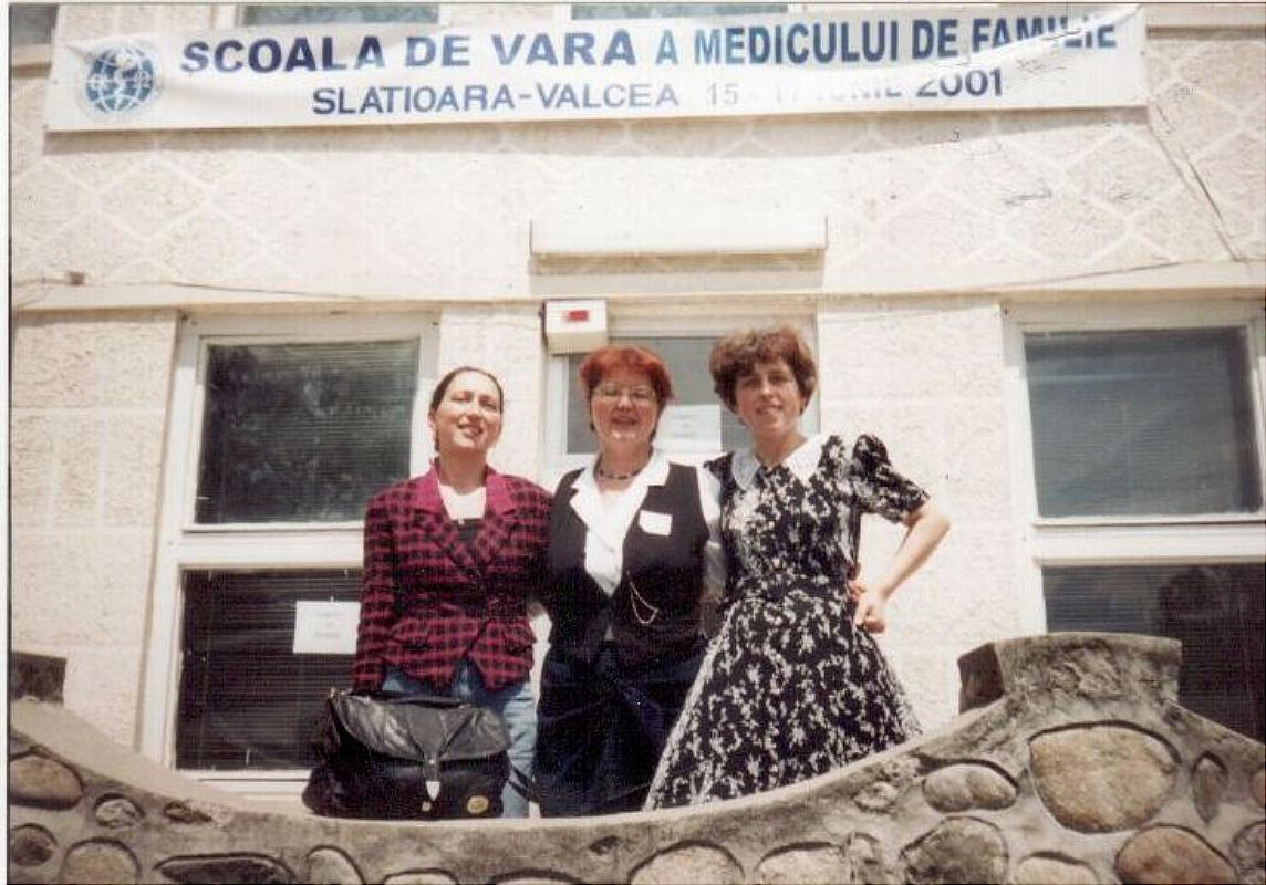 Școala de vară a cursurilor post-universitare pentru medicii de familie, 15 iunie 2001, Casa de Cultură Țărănească, comuna Slătioara, județul Vâlcea, medici participanți la cursuri