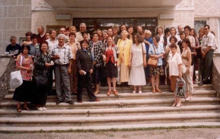 Programul sănătatea țăranului român, școala de vară a cursurilor post-universitare pentru medicii de familie, 18-20 mai 2001, Casa de Cultură Țărănească, comuna Slătioara, județul Vâlcea, fotografie de grup