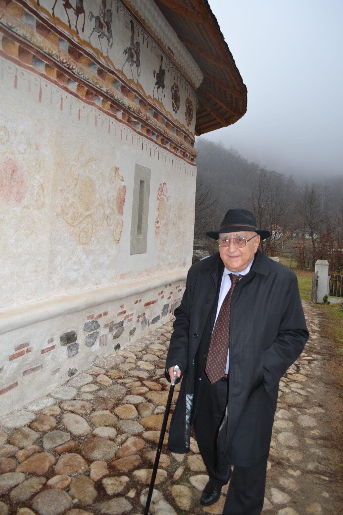 Dinu Săraru la biserică